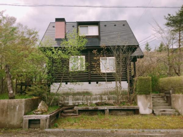 東南角地のログハウス